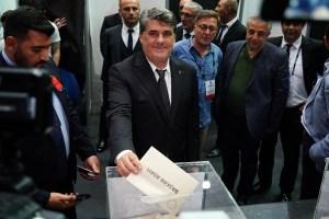 Beşiktaş'ta başkan adaylarından Serdal Adalı oyunu kullandı
