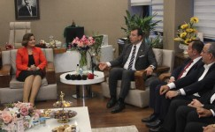 İmamoğlu'ndan İzmit Belediye Başkanı Fatma Kaplan Hürriyet'e ziyaret