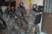 Bursa'da şafak baskını yapılan operasyonda çöp evde gizlenen uyuşturucu yakalandı