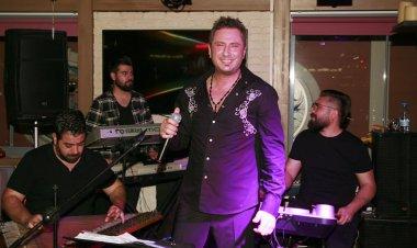 Marmaris gece hayatının sevilen şarkıcısı İlhan Tarık uzun süre sonra tek gecelik bir program için Marmaris'li hayranları ile bir araya geldi.