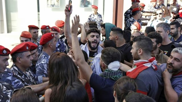 arrestation de cinq jeunes au Liban pour l'arrachage des affiches