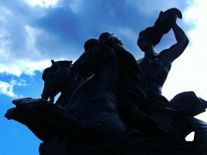 Pourquoi il n'y a pas de statues en Hespérie
