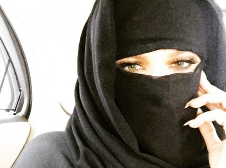 Khloe-Kardashian-a-Dubai-elle-passe-en-mode-niqab_portrait_w674