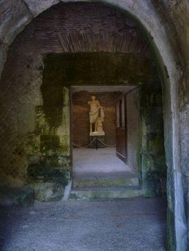 Mausoleo_di_Lucio_Munazio_Planco_interno