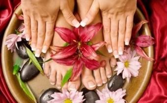 Manucure & pédicure + pose vernis mains et pieds
