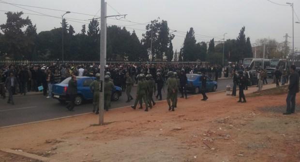 كر وفر بالرباط بين الأساتذة وقوات الأمن في خامس أسبوع من الإضراب بسبب نشاط ملكي مجاور للمسيرة(صور)