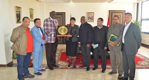 زينب العدوي تستقبل رئيس الكونفدرالية الإفريقية لكرة اليد