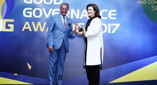 """جواهر القاسمي تنال """"الجائزة العالمية للحوكمة الرشيدة"""" لشخصية 2017 """"للإحسان"""""""