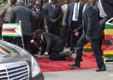 الجيش يضع رئيس زيمبابوي بالإقامة الجبرية .. والغموض يلف البلاد