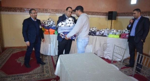 مقاطعة مراكش المدينة توزع معدات رياضية على الجمعيات والنوادي الكروية