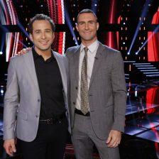 """THE VOICE -- """"Live Top 6"""" -- Pictured: (l-r) Joshua Davis, Adam Levine -- (Photo by: Trae Patton/NBC)"""