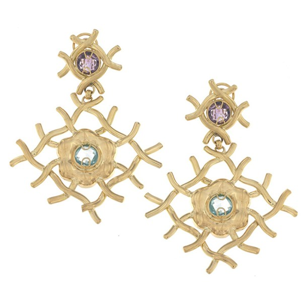 Drop earrings in yellow gold with topaz and amethyst.