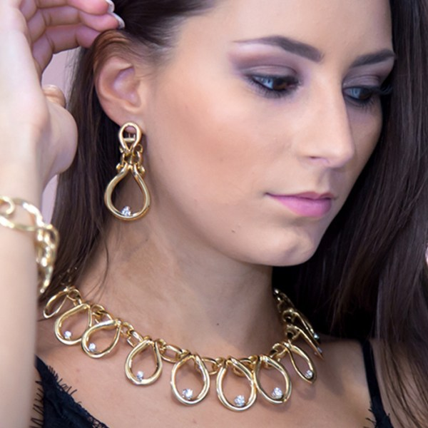 Necklace and earrings in yellow gold with white zircons