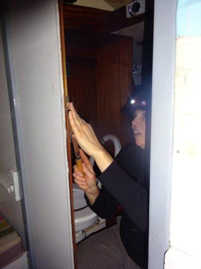 Pendant que la popote cuit, pas de perte de temps, hop la porte qui coince