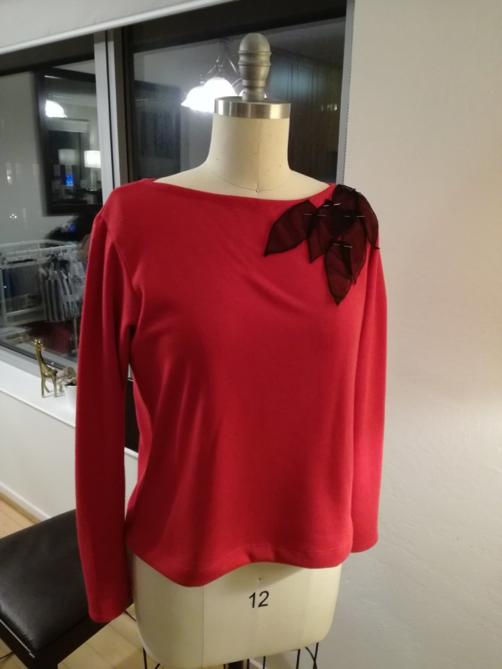 couture pull rouge