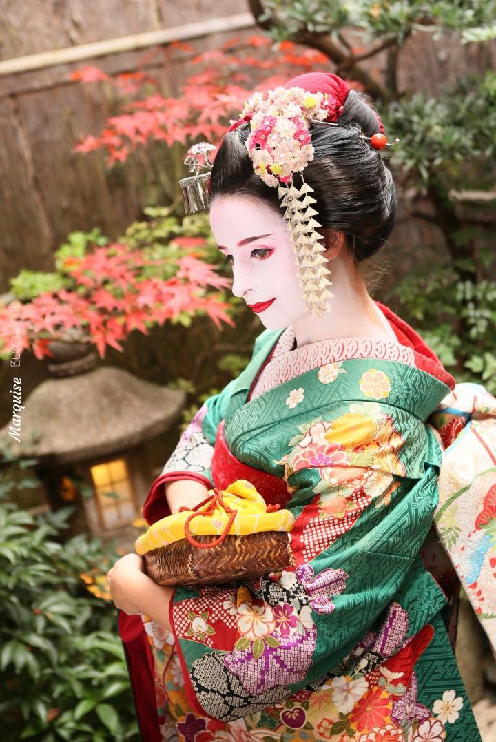 sewing-geisha-kyoto-maiko