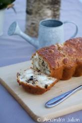Cake au chèvre, aux noix et aux raisins de Corinthe