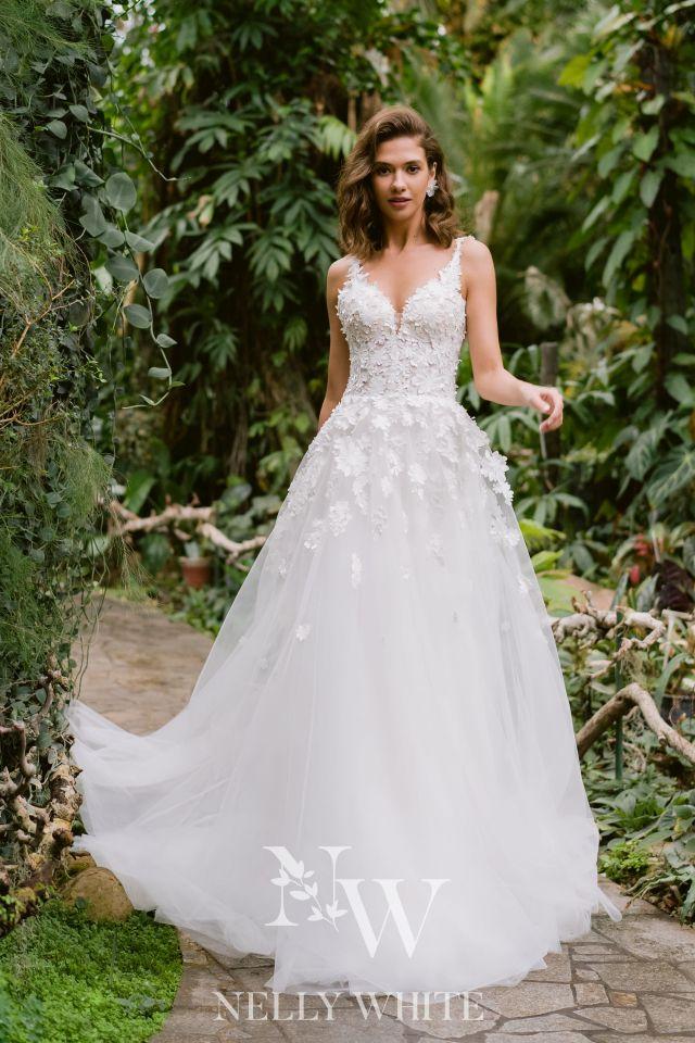 Brautkleid Handarbeit mit Spitze und Tüll