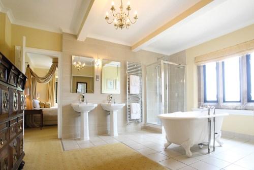 WEB - HH - Bridal Suite Bathroom (4)