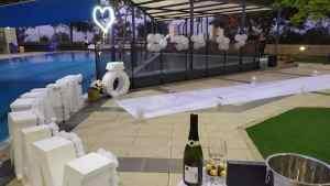 הצעת נישואין בבריכה