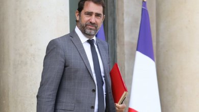 Photo of وزير الداخلية الفرنسي يدعو إلى حظر أربع جمعيات إسلامية شيعية