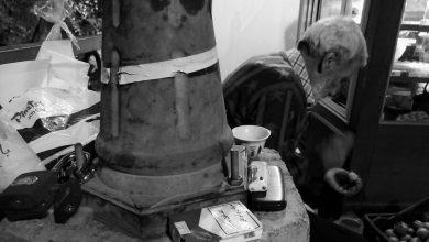 Photo of بائع الجوز والهاتف وعلبة السجائر وأقفال الحديد . (بقلم عمر سعيد)