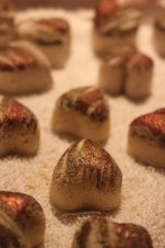 Cocoa-Mint Bath Truffles : a bath fizzy with the added benefit of organic cocoa butter and peppermint essential oil, with brushstrokes of gold and bronze micas. Moisturizing and energizing!,,
