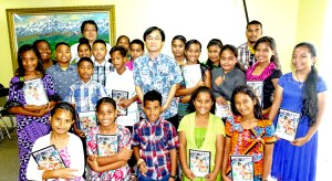 Marshall Islands middle school students joined with Japan Ambassador Hideyuki Mitsuoka prior to departing to Japan last week.