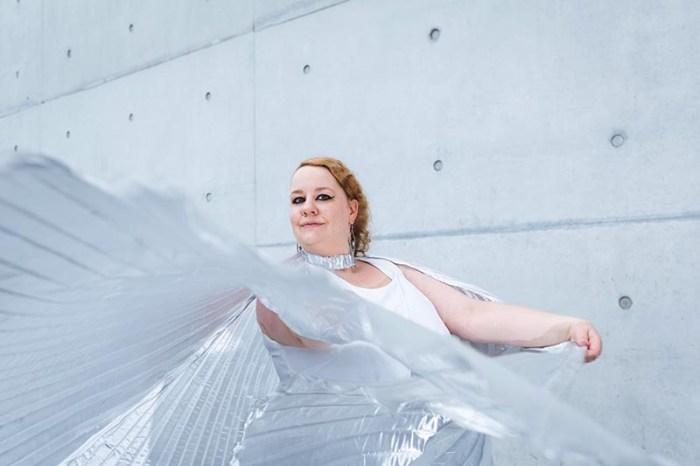Marshmallow Mädchen - Body Positivity für frauen mit großen und kleinen Kurven, die selbstbewusst durchs Leben tanzen wollen. Foto: Jörg Merlin Noack - Fotografik