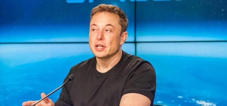 Tesla CEO'su Elon Musk dünyanın en güçlü roketi SpaceX Falcon Heavy'yi fırlattı!