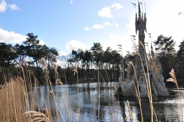 in het midden van het vakantiepark ligt dit sprookjesachtige kasteeltje van Klaas Vaak en zijn uil Oehoe.