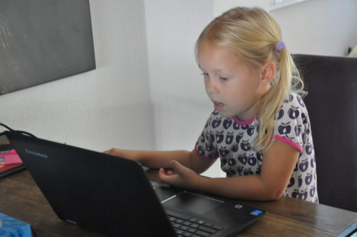 Goed voor de muis-oog-hand-coördinatie, al kun je bij mijn laptop ook het beeldscherm aanraken ;-)