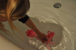 zeemeermin pinky pie voor in bad