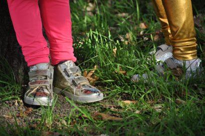 kidz art feestoutfit naturino sneakers