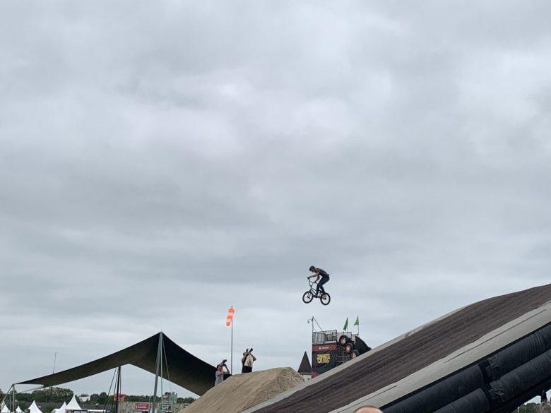 zwarte cross stunt