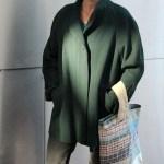Die locker fallende Jacke fertigte die Teilnehmerin aus einem altmodischen dunkelgrünen Mantel mit Schulterpolstern.