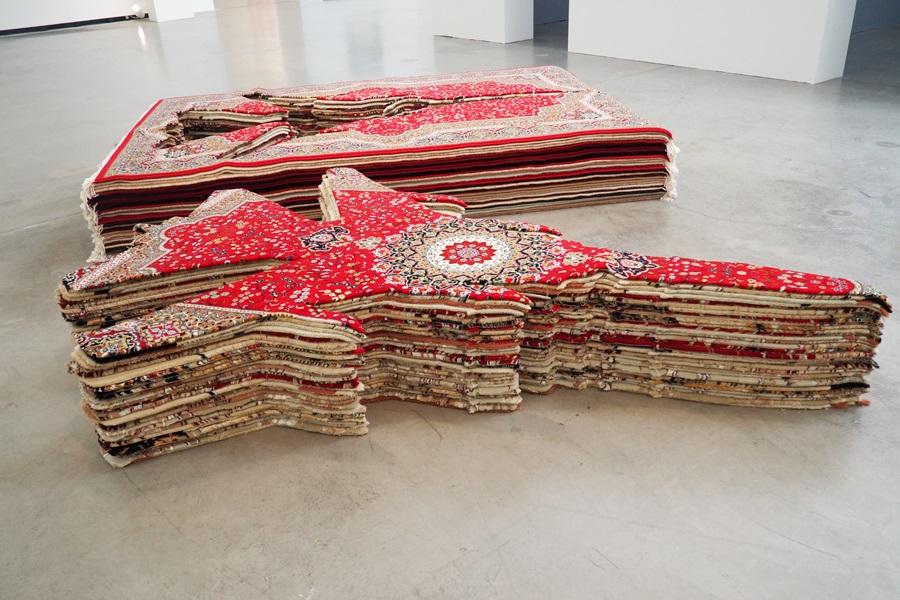 Farhad Moshiris Flying Carpet: Teppich und Drohne zugleich