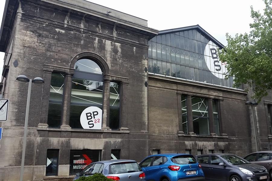 Außenansicht vom BPS22, das Museum der Provinz de Hainaut