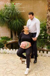 Marta Ahijado, fotografía de embarazo con luz natural en Murcia y Susana de Colorehadas, bellypainting en Murcia