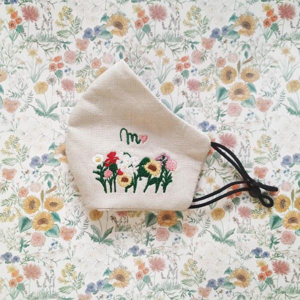 mascarilla-flores-inicial-bordadas