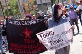Brigada Callejera e integrantes de La Otra Campaña del EZLN marchan para reivindicar sus derechos en el Día Internacional del Trabajo.