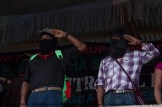 El Comité Clandestino Revolucionario Indígena canta el Himno Zapatista junto con la sociedad civil y las Bases de Apoyo. Comandante Tacho (izquierda)