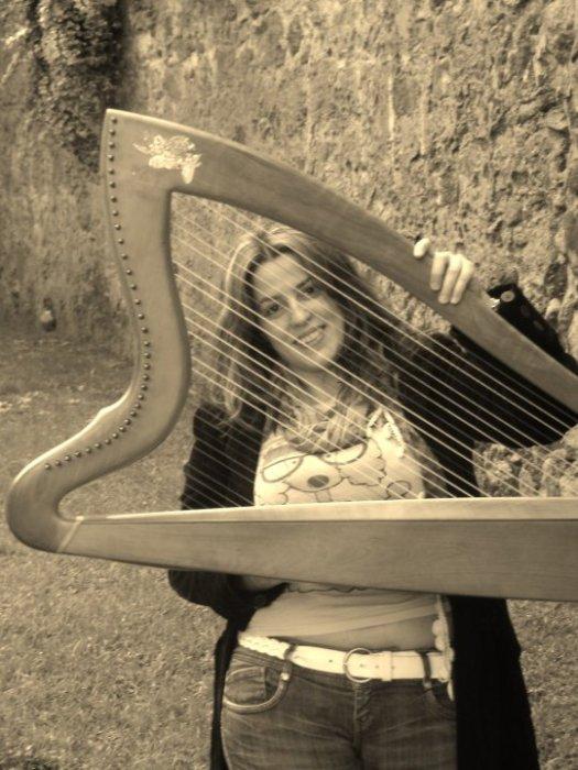 Marta Quintana con su arpa