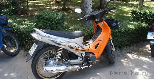 Cambodia_Sihanoukville_motorbikes_1
