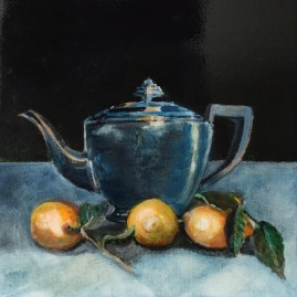 56_Drop of lemon in your tea?_Silver teapot with lemons