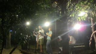 """Live """"Mete di vento"""", con Valentina Gaglione e Alessandro Brusa presso: Poesia in circolo – Circolo Arci Guernelli (Bo). Intrecci poetico musicali a cura del Gruppo 77, agosto 2013"""