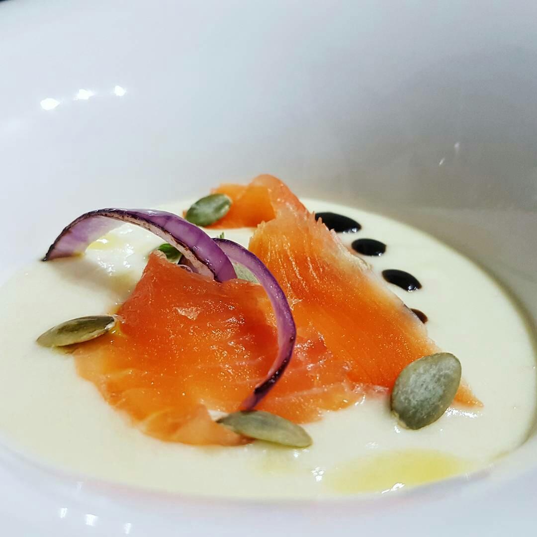 antipasto con salmone marinato a secco