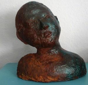 Kopf aus Pappmache in Rostoptik
