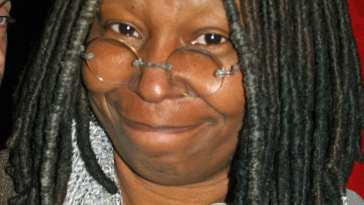 Whoopi Goldberg at a NYC No on Proposition 8 Rally Mejores Actrices de Comedia