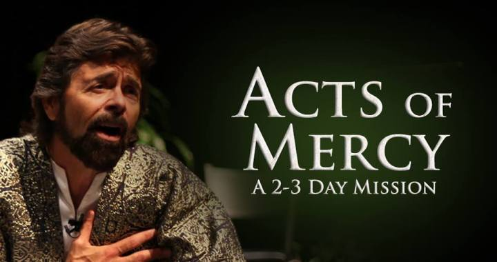 Hollywood Actor Performs Scripture Stories at St. Thomas More